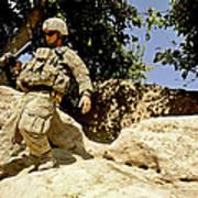 U.s. Army Soldier Climbs Down A Hill Art Print