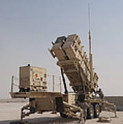 U.s. Army Soldiers Power-up A Mim-104 Art Print