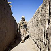 U.s. Marine Sweeps An Alleyway Art Print