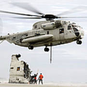 U.s. Sailors Assist A Ch-53d Sea Art Print