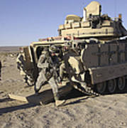 U.s. Soldiers Exit From An M2 Bradley Art Print