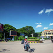 Wat Damnak Roundabout In Central Siem Reap City Cambodia Art Print