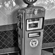 50's Gas Pump Bw Art Print