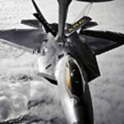 A Kc-135 Stratotanker Refuels A F-22 Art Print