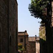 Alleyway In San Gimignano Art Print