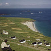 An Irishman Overlooks Cottages That Art Print
