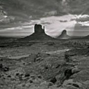 Breaking Light At Monument Valley - Black And White Art Print