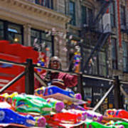 Bubble Gun Seller In New York Art Print