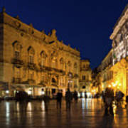 Glossy Outdoor Living Room - Passeggiata On Piazza Duomo In Syracuse Sicily Art Print