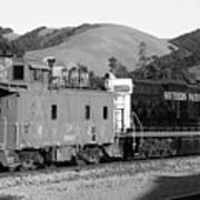 Historic Niles Trains In California . Southern Pacific Locomotive And Sante Fe Caboose.7d10843.bw Art Print