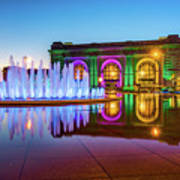 Kansas City Union Station Bloch Fountain Lights At Dusk Art Print