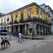 Life In Old Town Havana Art Print