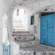 Narrow Alley And Stairway On Santorini Art Print