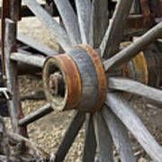 Old Waagon Wheel Art Print
