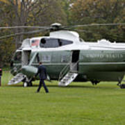 President Obama Walking Toward Marine One Art Print