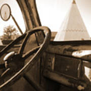 Route 66 - Parking At The Wigwam Art Print