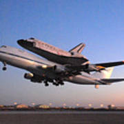 Space Shuttle Discovery Departs Edwards Afb September 20 2009 Art Print