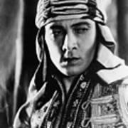 The Sheik, Rudolph Valentino, 1921 Art Print by Everett