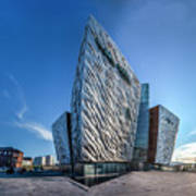 Titanic Building Bows Art Print