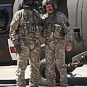 Uh-60 Black Hawk Crew Chiefs Art Print