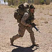 U.s. Marine Runs To The Uh-60 Black Art Print