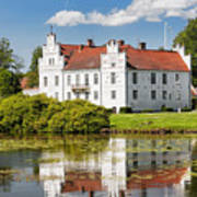 Wanas Slott With Reflection Art Print