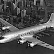 American Dc-6 Flying Over Nyc Art Print