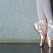 Ballet Dancers Feet En Pointe Art Print