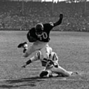 Gale Sayers Eluding Tackle Art Print