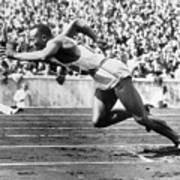 Jesse Owens At Start Of Race Art Print