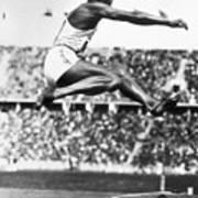 Jesse Owens In Midair Art Print