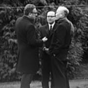 Kissinger And Le Duc Tho Talk Art Print