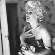 Marilyn Monroe With Chanel No. 5 Art Print