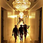 Marines Secure U.s. Embassy In Baghdad Art Print