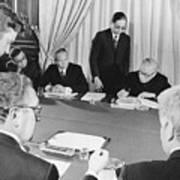 Signing Of Paris Peace Accords Art Print