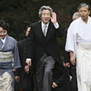 Japanese Prime Minister Junichiro Koizumi Visits The Ise Shrine Art Print