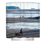 Clam Digger With Wagon Shower Curtain