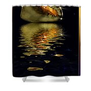 Conch Sparkling With Reflection Shower Curtain