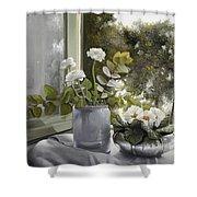 Fiori Bianchi Alla Finestra Shower Curtain