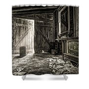 Inside Leo's Apple Barn - The Old Television In The Apple Barn Shower Curtain by Gary Heller