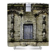 Oil Painting - Renaissance Styled Statues On Royal Palace In Stirling Castle Shower Curtain