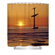 1a4145-a1-e-shipwreck In The Bay Shower Curtain