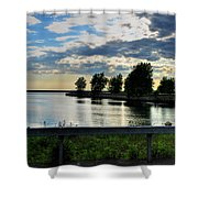 01 Reflecting Shower Curtain