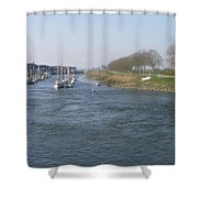 Liten Rosa Hus Shower Curtain