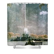 Two People By Buckingham Fountain Shower Curtain