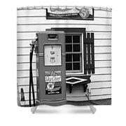 Route 66 - Illinois Vintage Pump Bw Shower Curtain