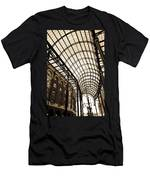 Hay's Galleria London Men's T-Shirt (Athletic Fit)