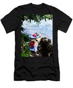 Father And Son Launching Kayaks Men's T-Shirt (Athletic Fit)