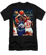 Karl Malone Vs. Michael Jordan Men's T-Shirt (Athletic Fit)