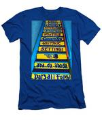 Dat's All Folks Men's T-Shirt (Athletic Fit)
